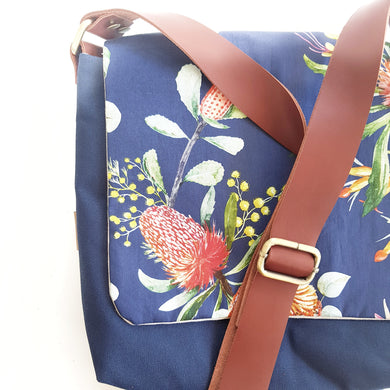 CROSS BODY native navy
