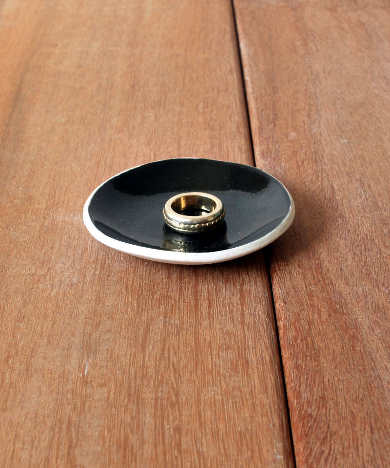 Black Elegant Ceramic Ring dish - ShellyClayspot