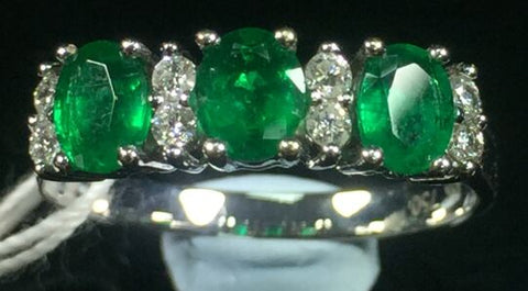 18K WHITE GOLD RING WITH 1.03 CARAT EMERALD