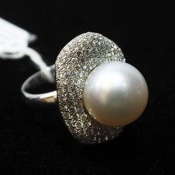 18K White Gold Pearl Ring With Diamonds (Chinatown)