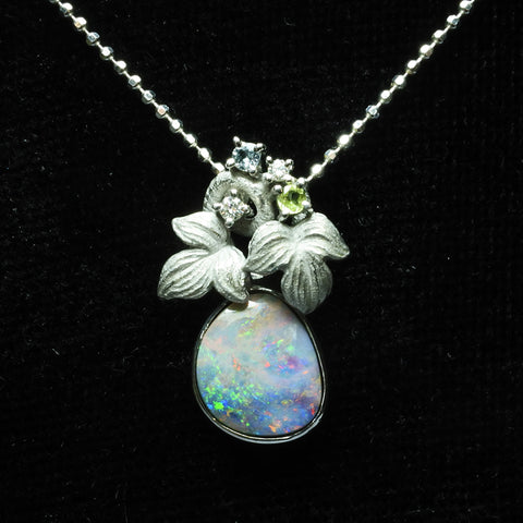 18K White Gold Opal Necklace WIth Diamonds (Toa Payoh)