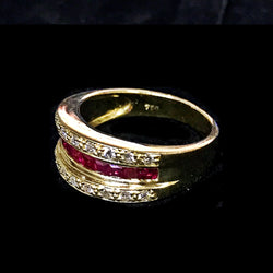 750 YELLOW GOLD RING WITH RUBY AND DIAMONDS - (Kallang Bahru)