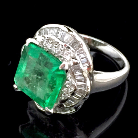 ONLY AVAILABLE OFFLINE - PT900 Emerald ring w diamonds