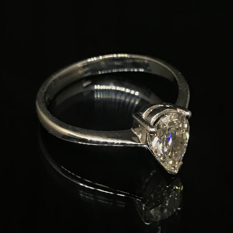 PEAR DIAMOND RING WITH 18K WHITE GOLD