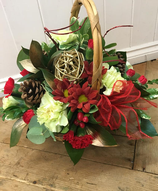 Christmas Robin Basket Arrangement - Helens Flowers Grantham