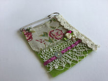 Vintage Brooch - Cream lace