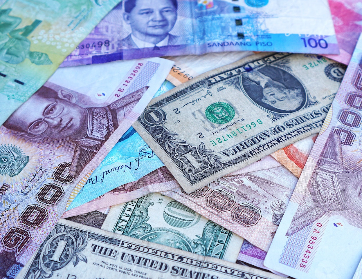 How to Keep Track of Your Spending Across Multiple Currencies
