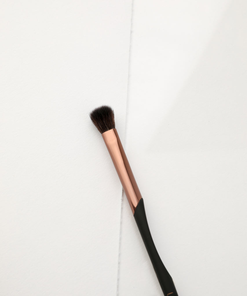 LUXIE 704 Crease Blend Makeup Brush - ProTools - luxiebeauty