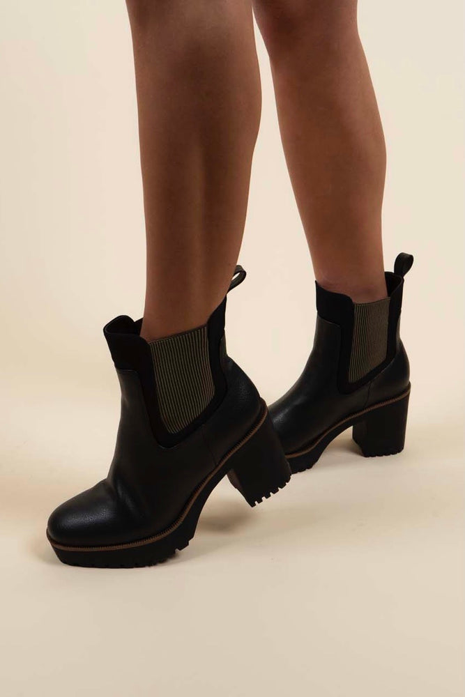 Chinese Laundry Good Day Boots (Black)