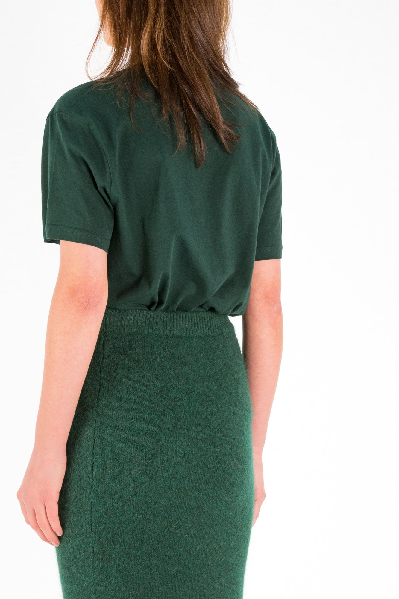 Basic | Top | Dark Green. Designed by Eric Frenken. Relaxed fit cotton T-Shirt with two darts in the waist at the back panel. Model wears a size 36.
