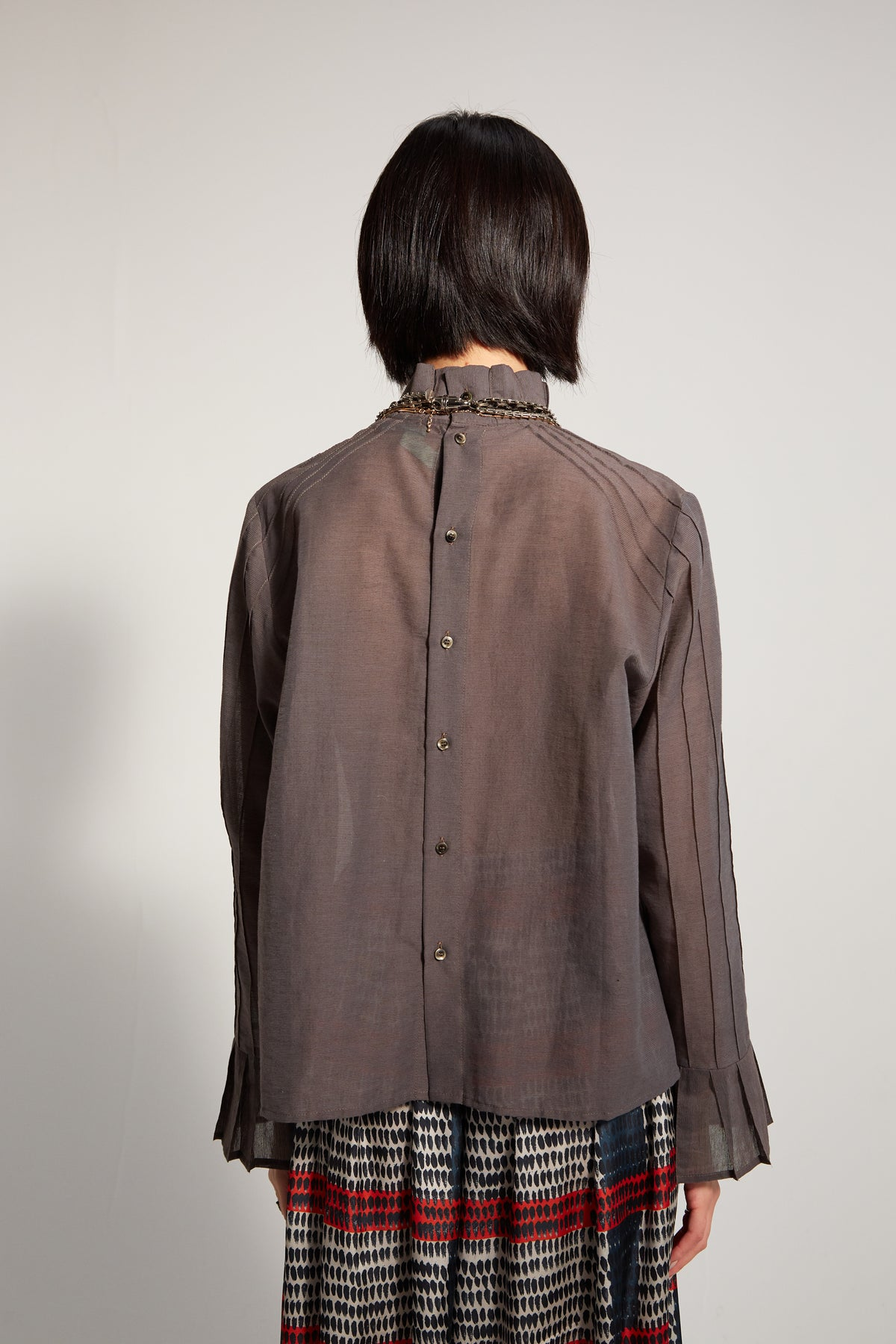 Muse shirt in grey thin stripes veil