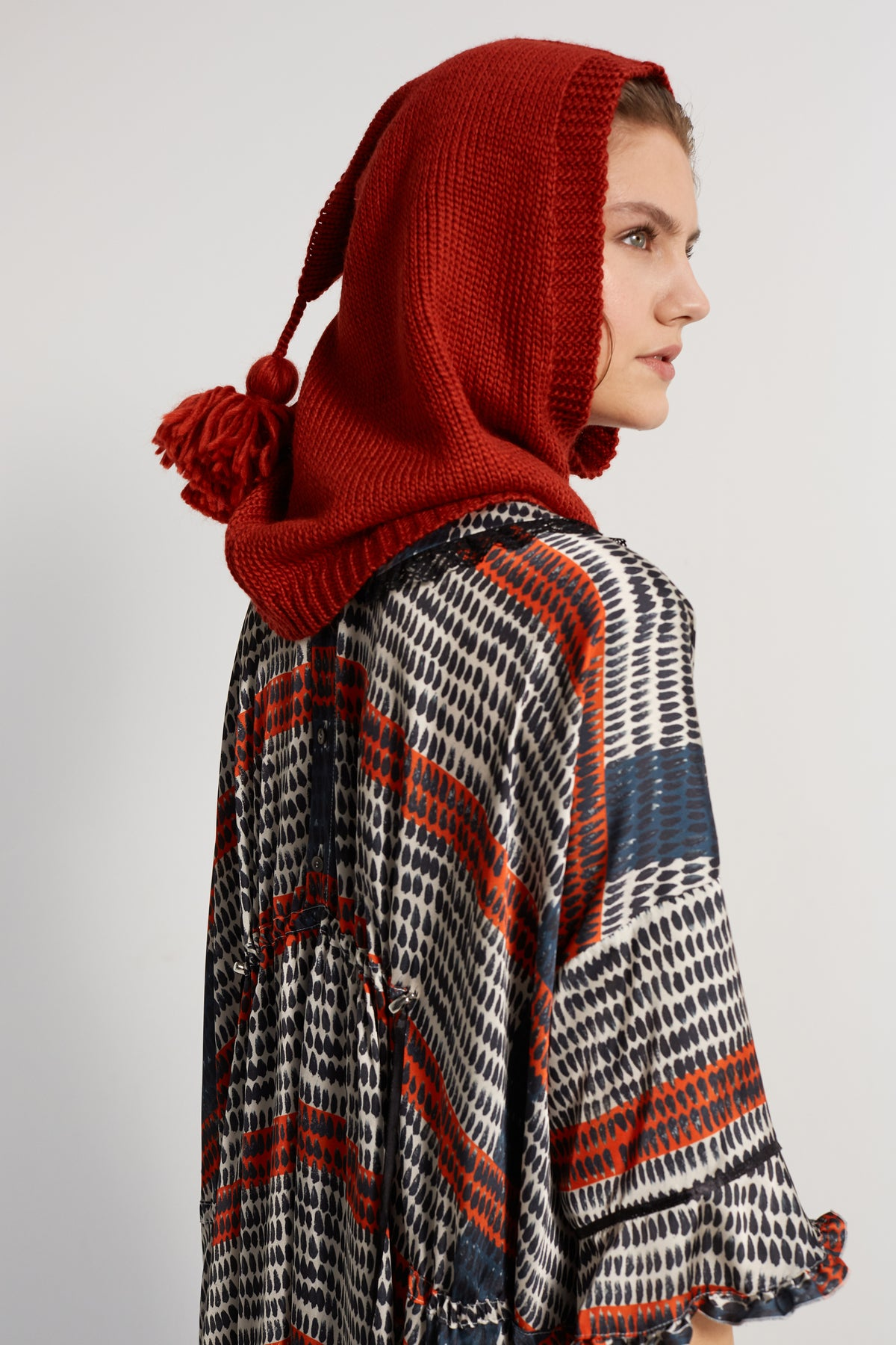 Hood in brick knit