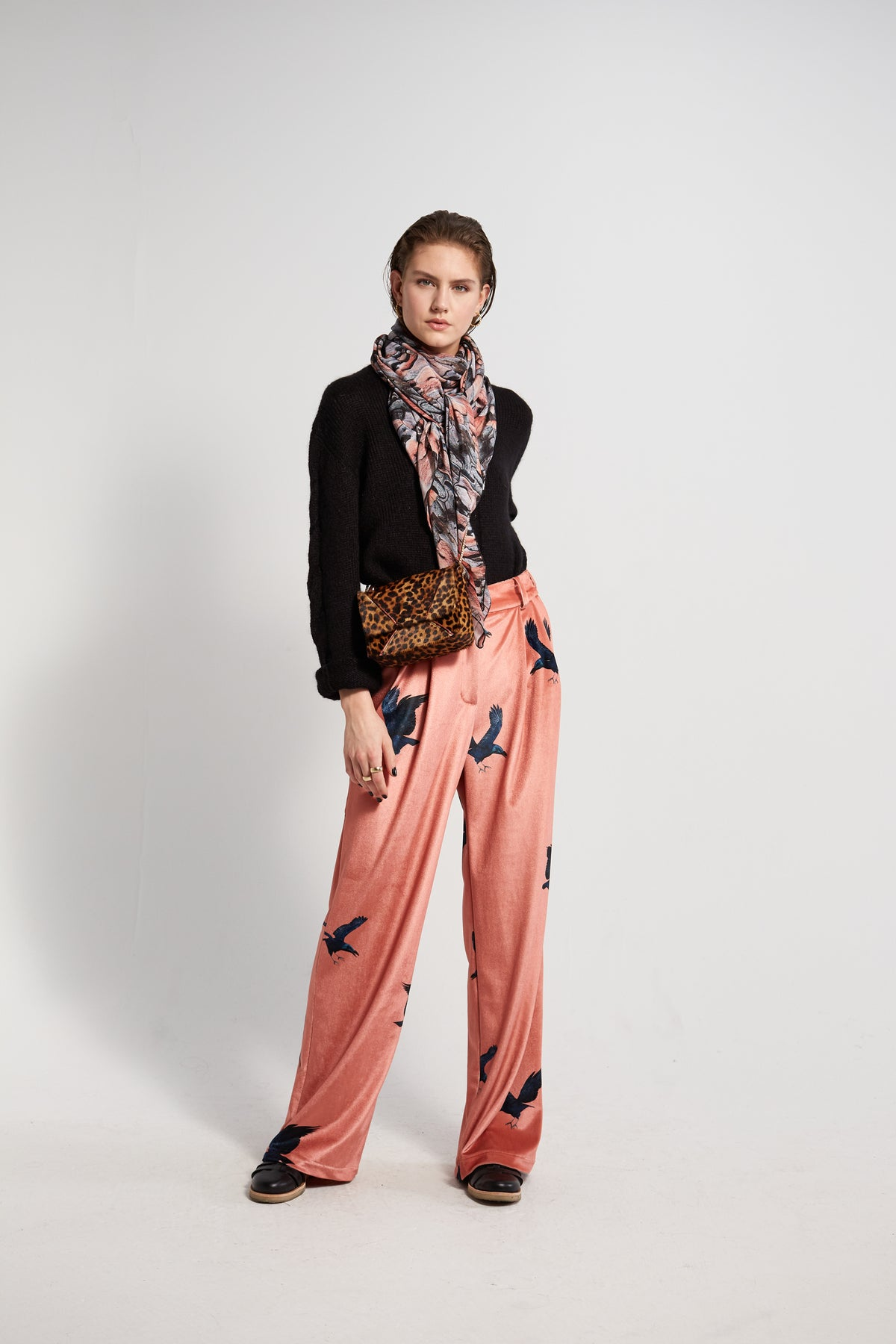 Moor pants in Ravens printed velvet