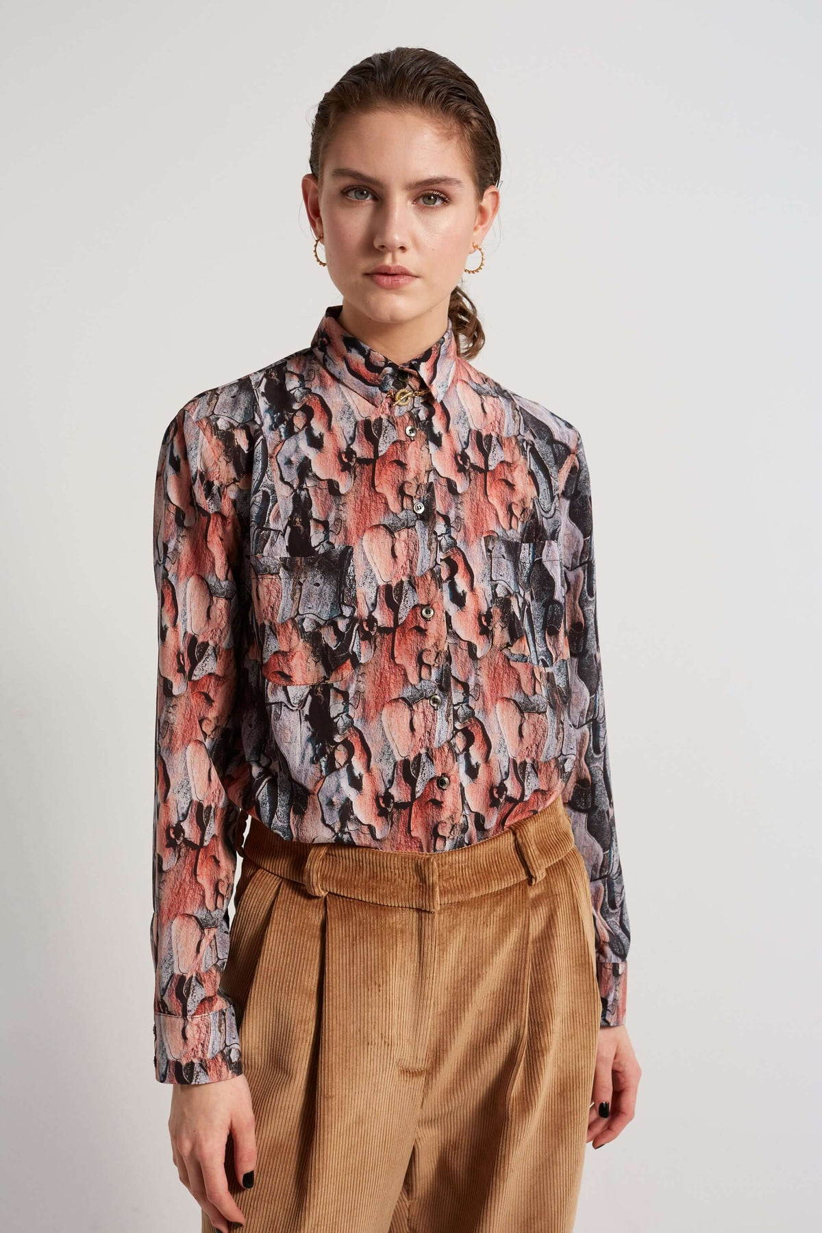 Dori shirt in Tree Bark print