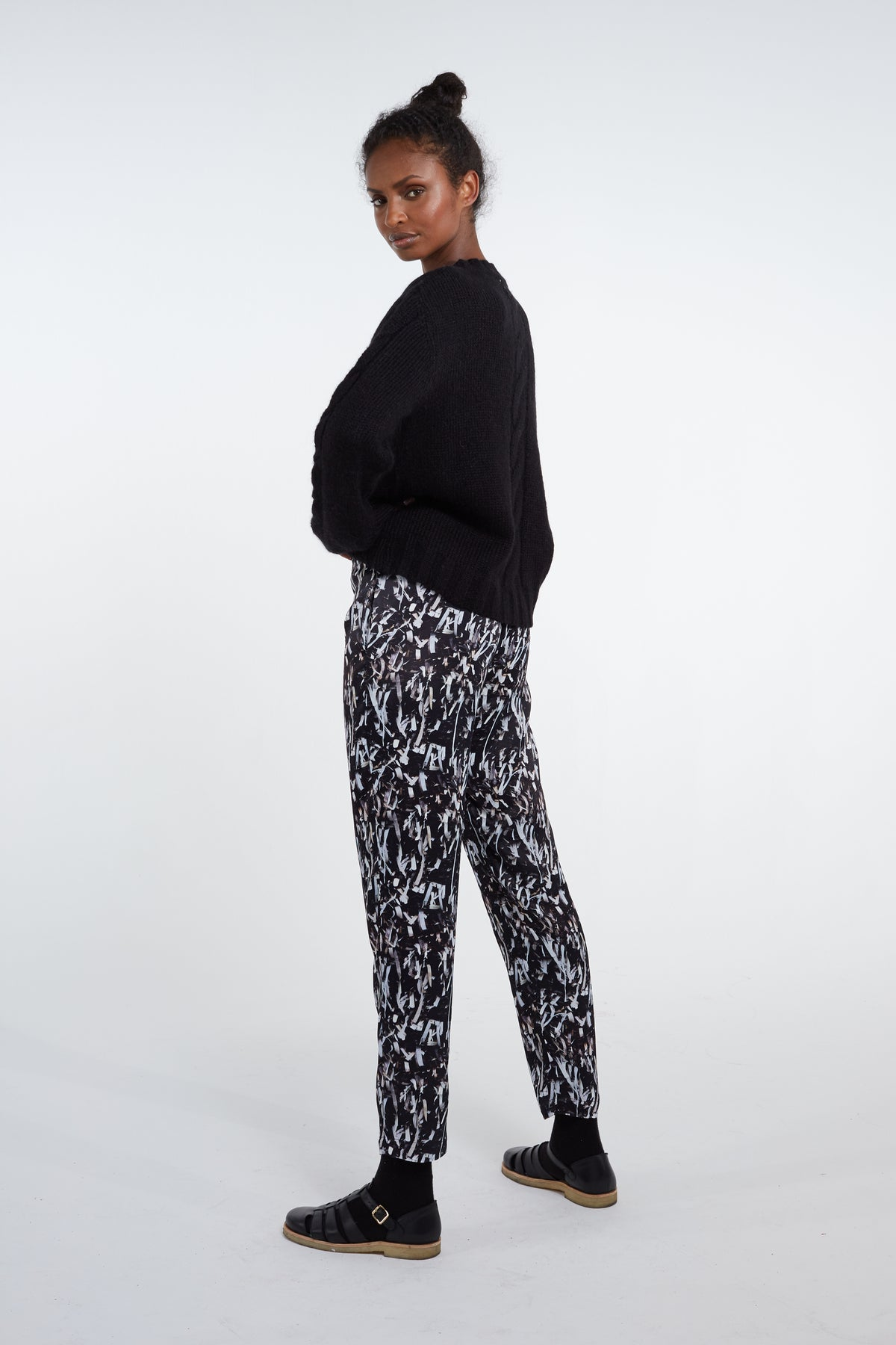 Melchior pants in papers print