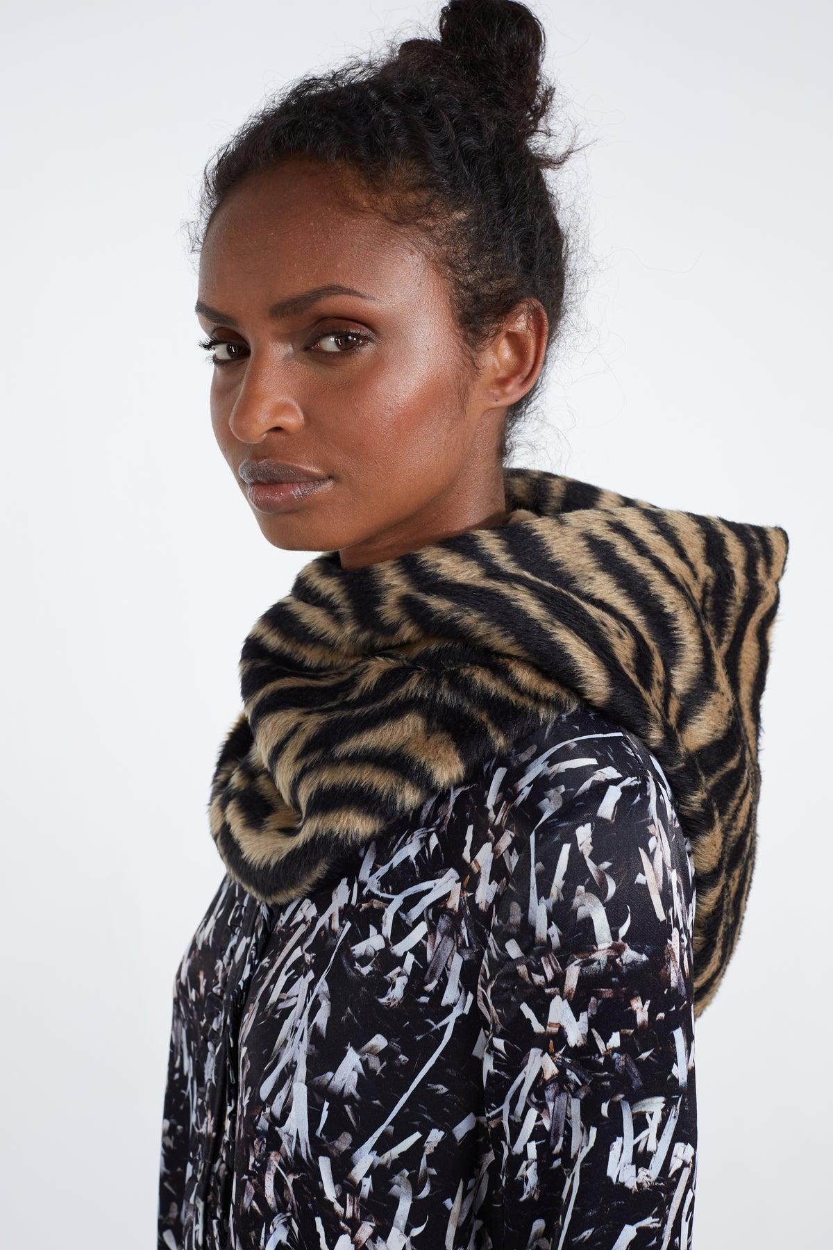 Hood in woolen tiger print