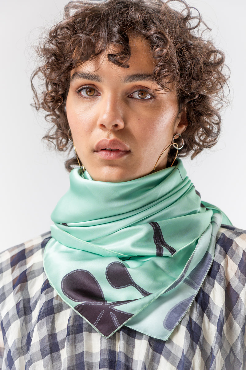 Scarf carré in clover print