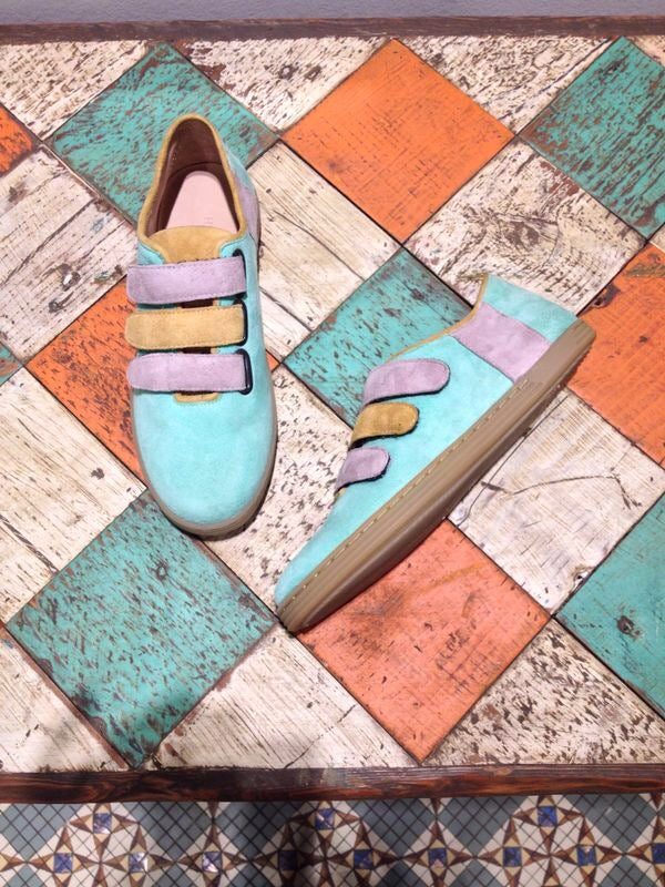 Sneakers in pastel suede