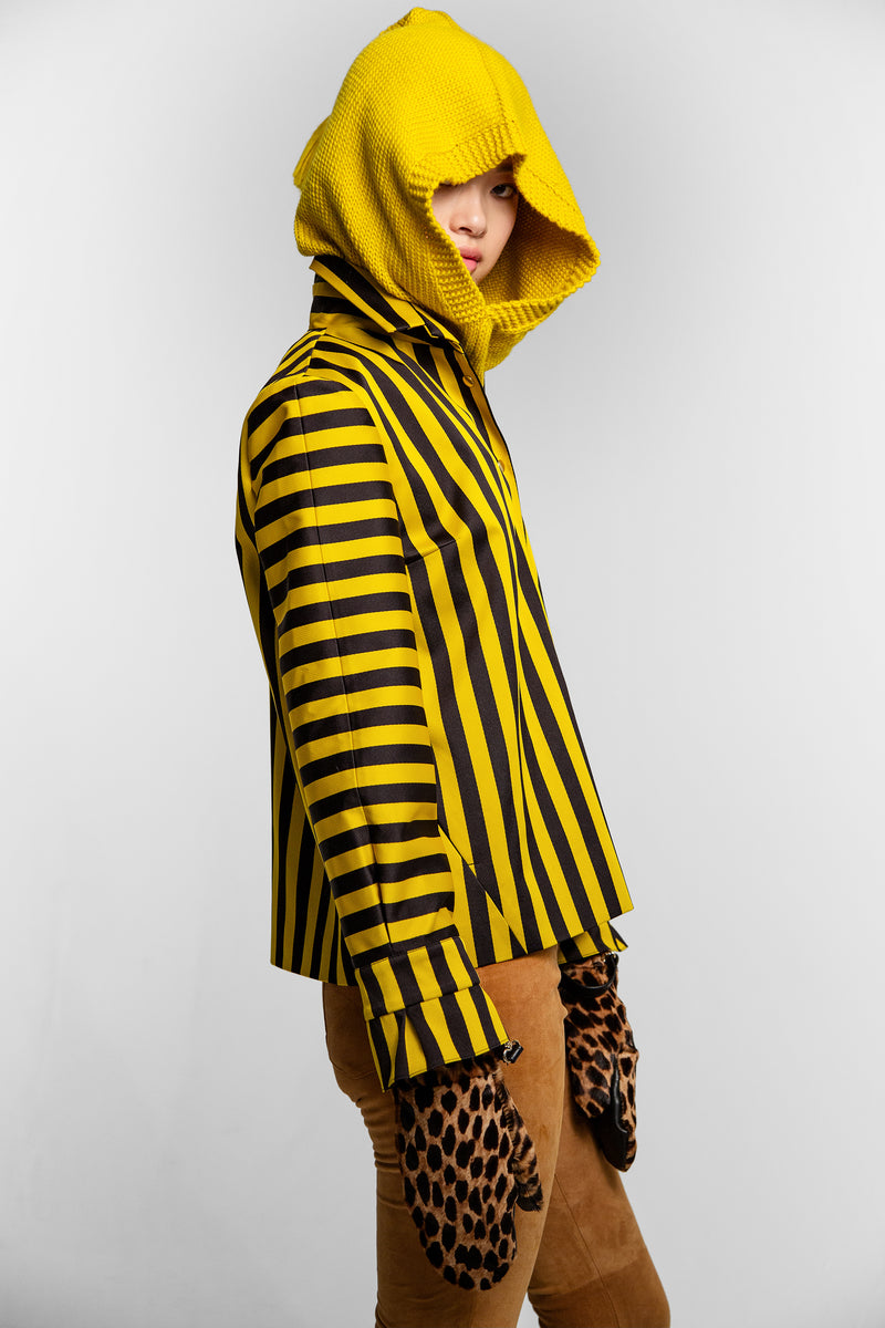 Hood in yellow knit