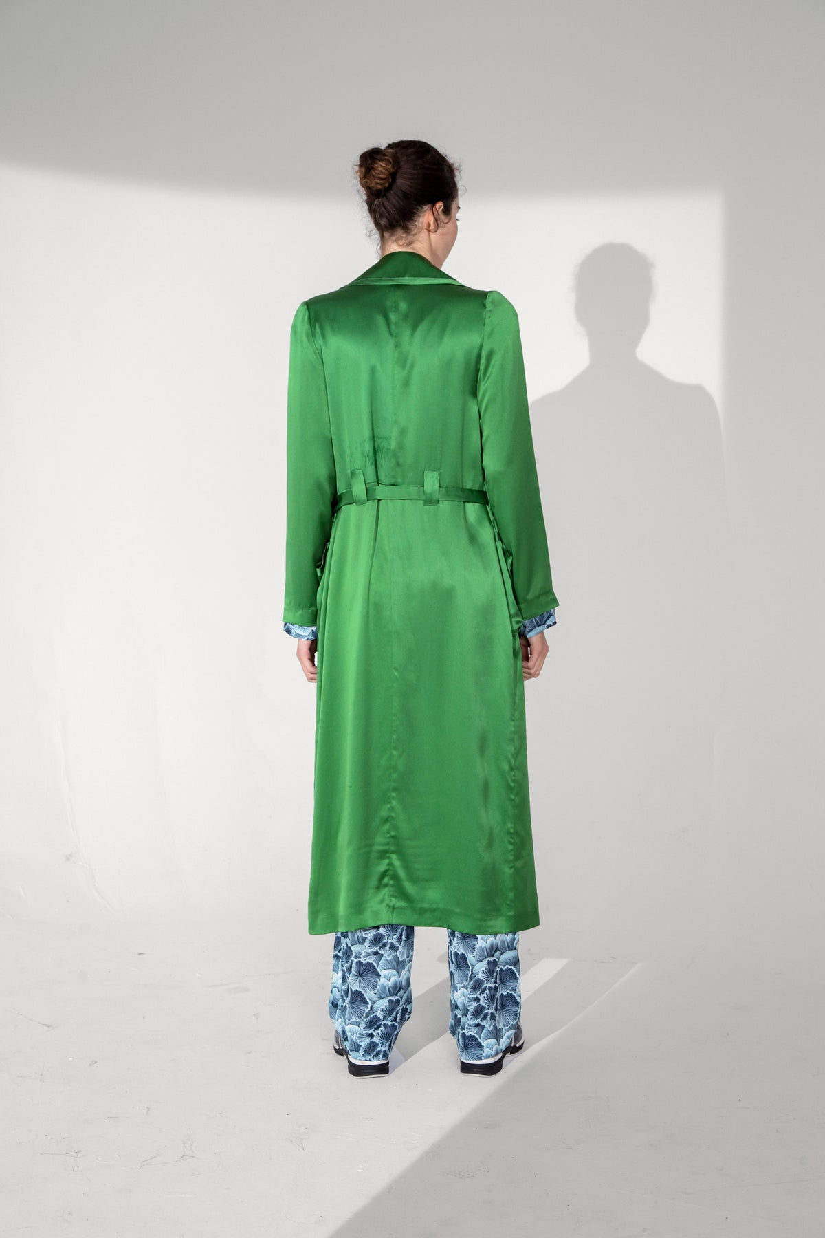 Hallow trench coat in green silk