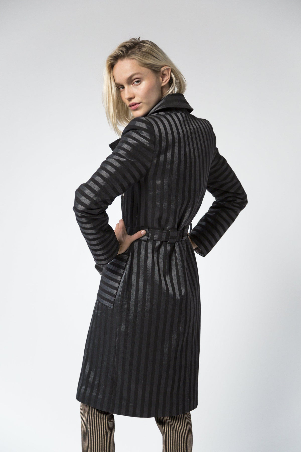 Hallow trench coat in grey stripes
