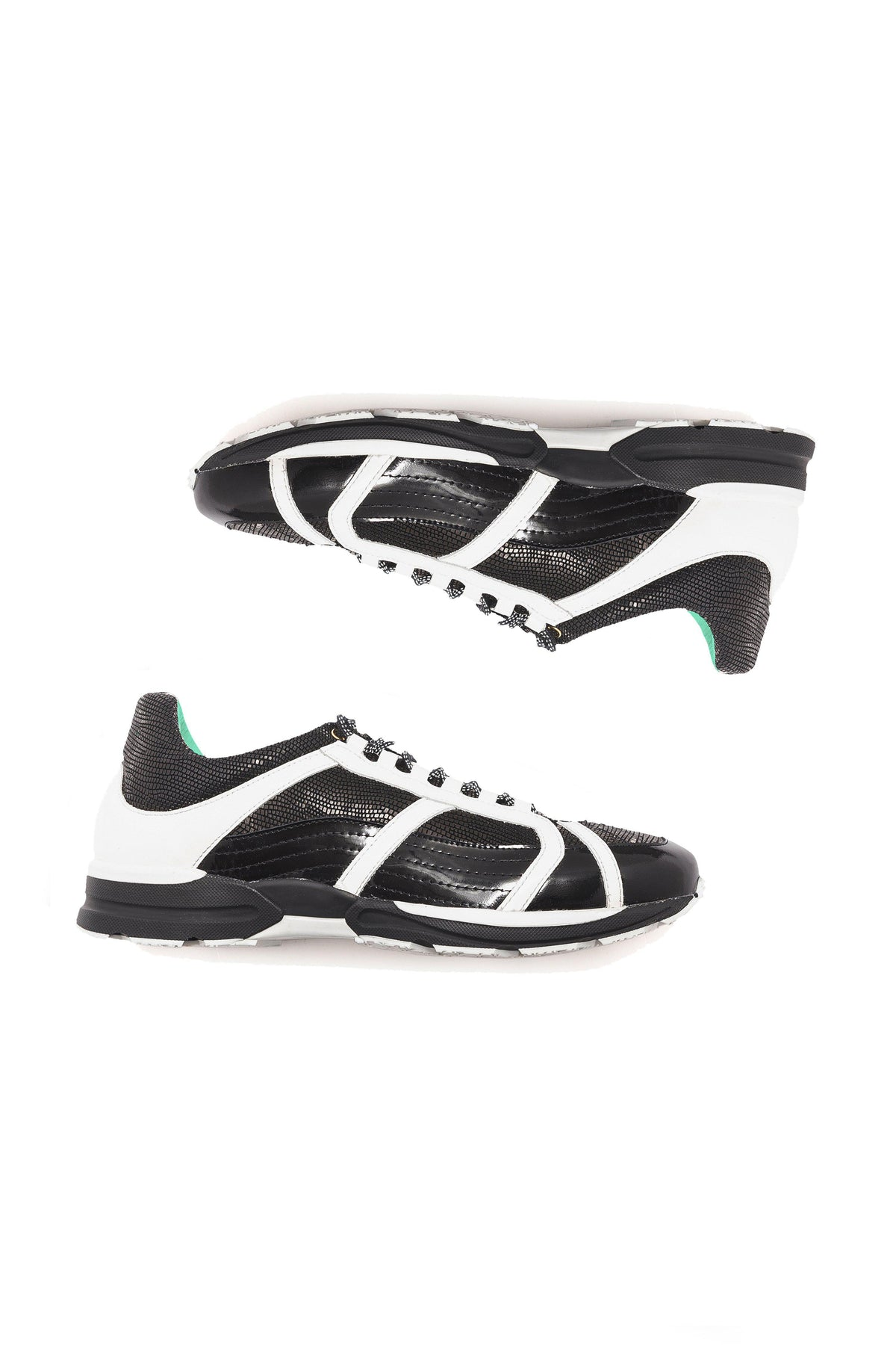 Running shoes in B&W leather