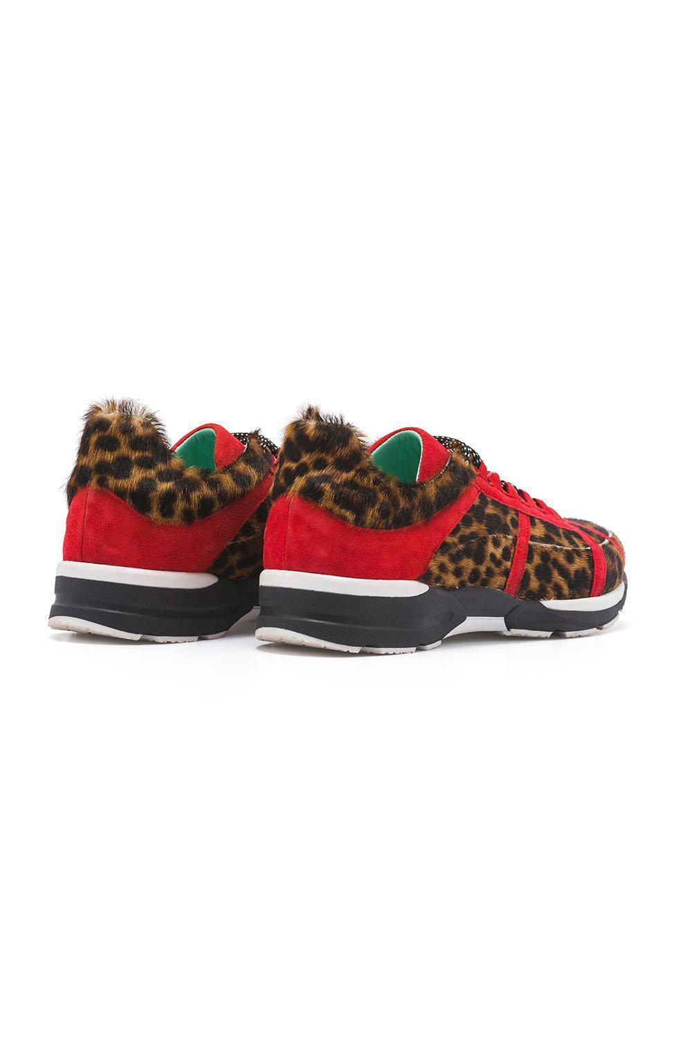 Running shoes in leopard printed leather