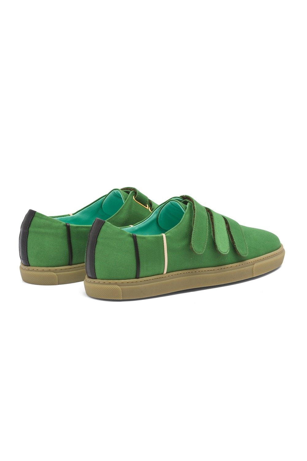 Sneakers in green canvas