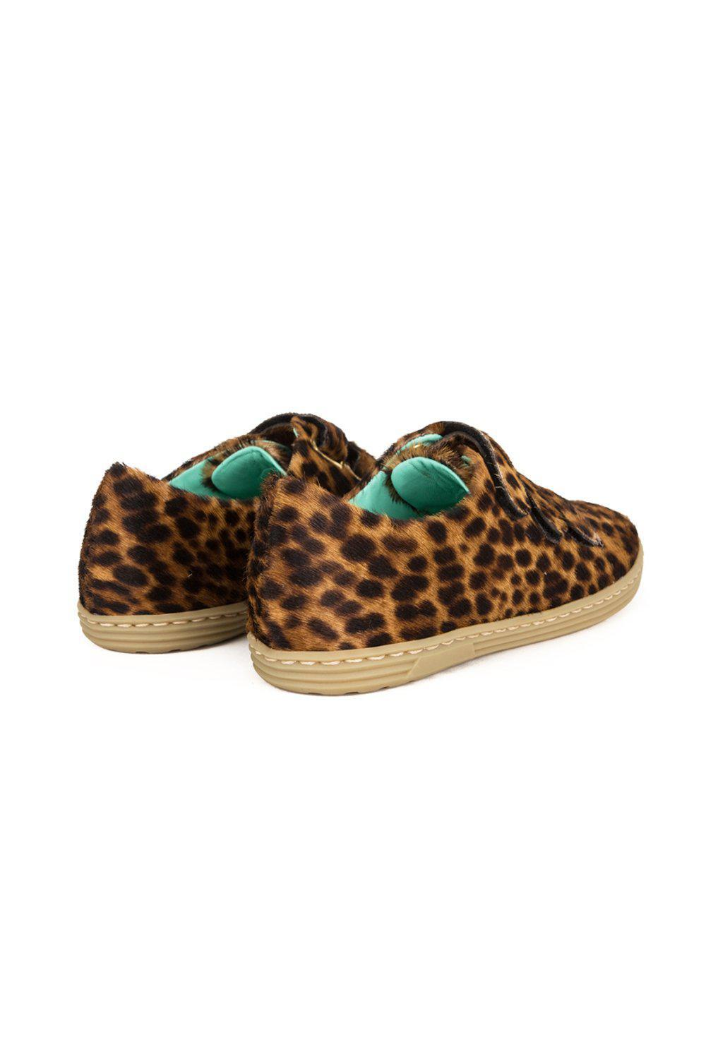 Sneakers in leopard printed leather