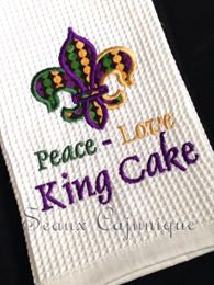 AGD 2452 Peace Love King Cake
