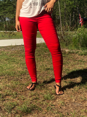 vibrant bright red moto jeggings with real back pockets and an elastic waistband. can be worn everyday casual or with a dressy top and heels. S/M fit- 2-6. M/L fit- 8-10