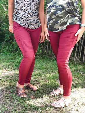 burgundy moto jeggings with real back pockets and an elastic waistband. can be worn everyday casual or with a dressy top and heels. S/M fit- 2-6. M/L fit- 8-10