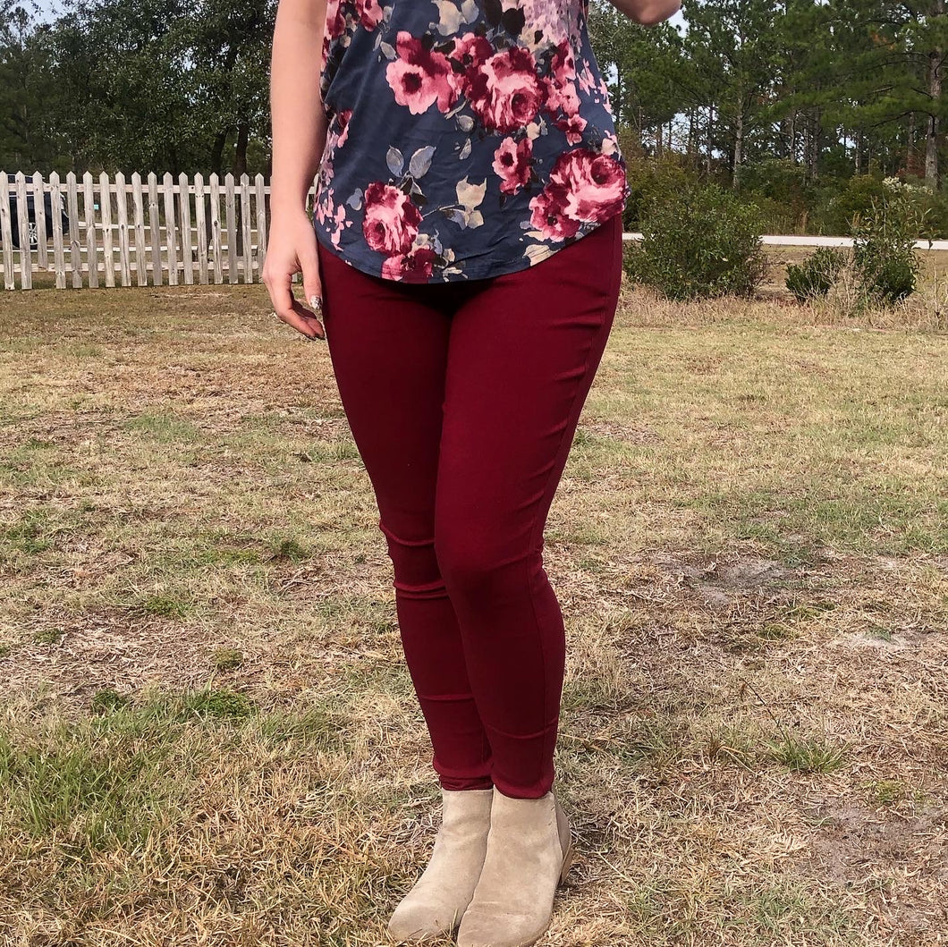burgundy 5 pocket jeggings with an elastic waistband. super stretchy and super comfortable. perfect for a casual everyday look or with a dress shirt and heels. S/M fit- 2-6 M/L fit- 8-10