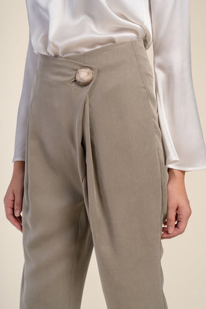 AGA | Riley Front Fold Trousers Myrobalan
