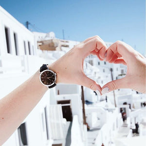Classic women's watch made with stainless steel and finished with a genuine leather strap.