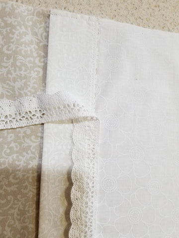 Sewing lace onto the fabric seam