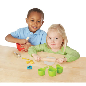 Boy and girl palying with baking set.