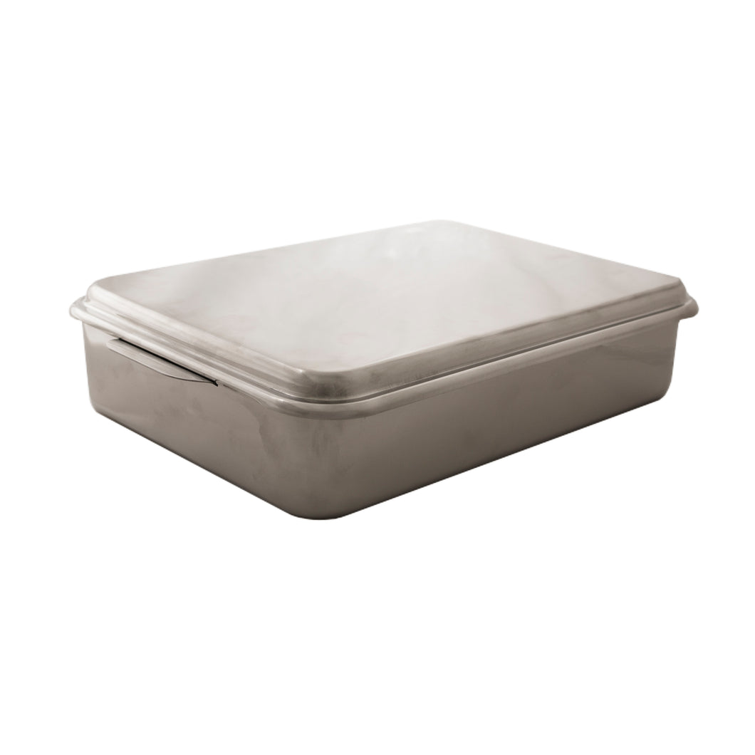 Stainless steel covered cake pan.