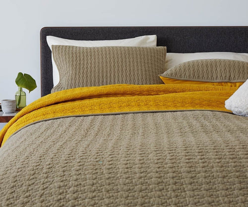 Yellow and beige quilt pattern bed cover