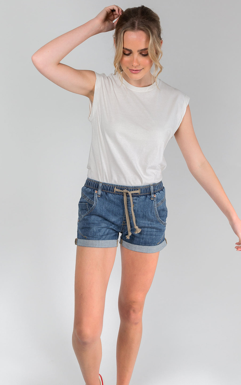 ACTIVE DENIM BRIGHT BLUE MID RISE SHORTS