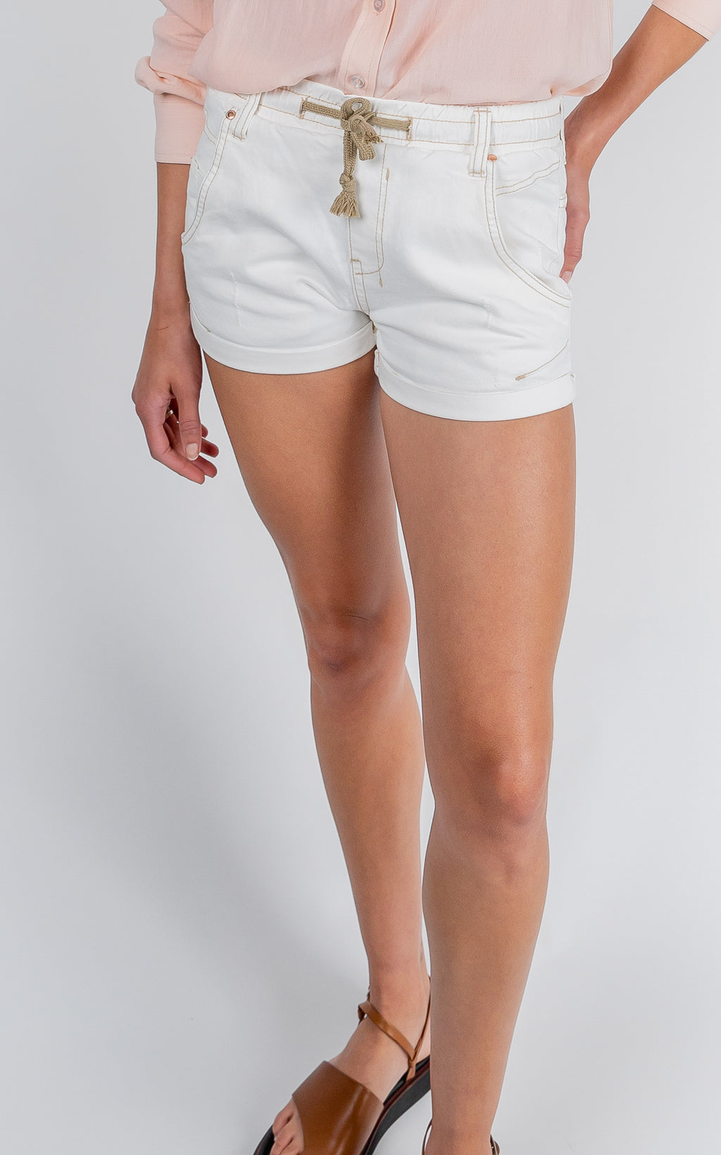 ACTIVE DENIM WHITE MID RISE SHORTS