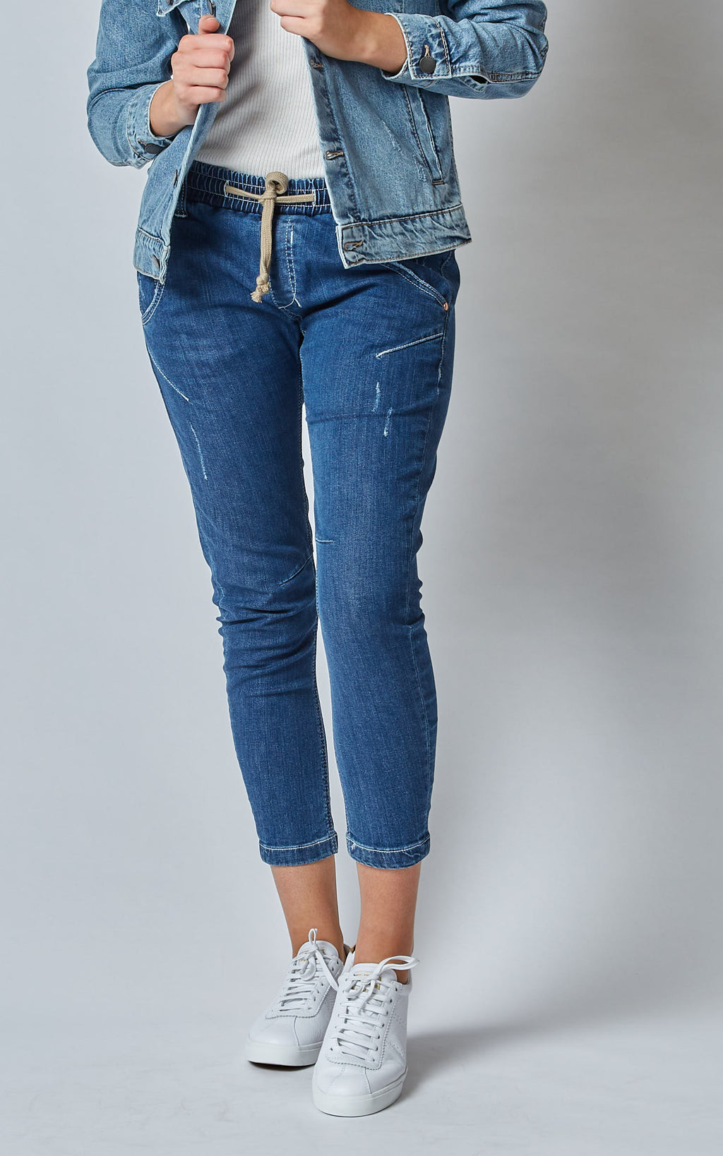 ACTIVE DENIM DARK MID RISE JEANS