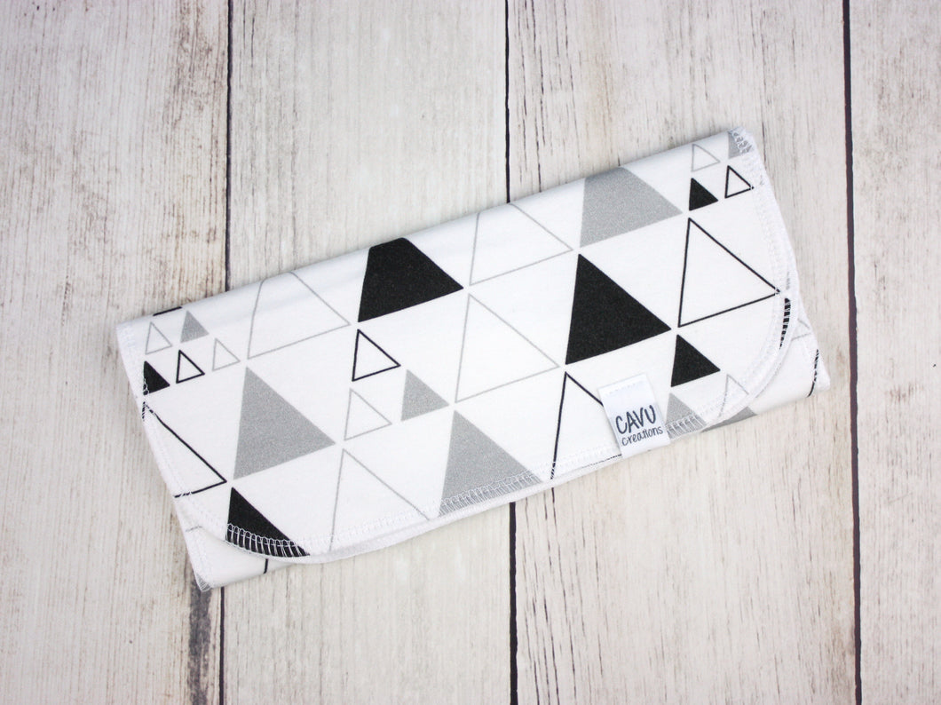 Stacked Triangles Organic Burp Cloth - Gray / Black / White - CAVU Creations