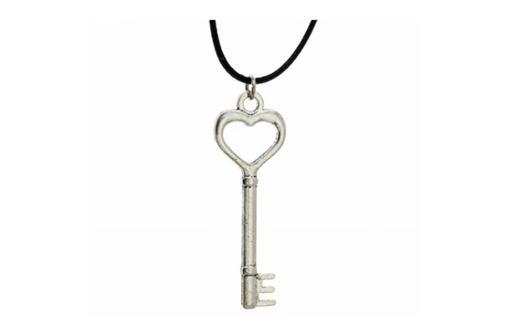 New Women Fashion Hand Made Vintage Silver Key Pendant Necklace