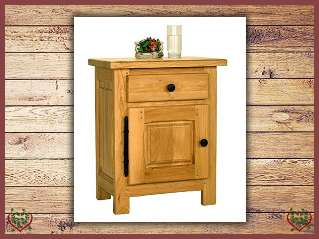 COUNTRY OAK BEDSIDE CABINET | Paul Martyn Furniture UK