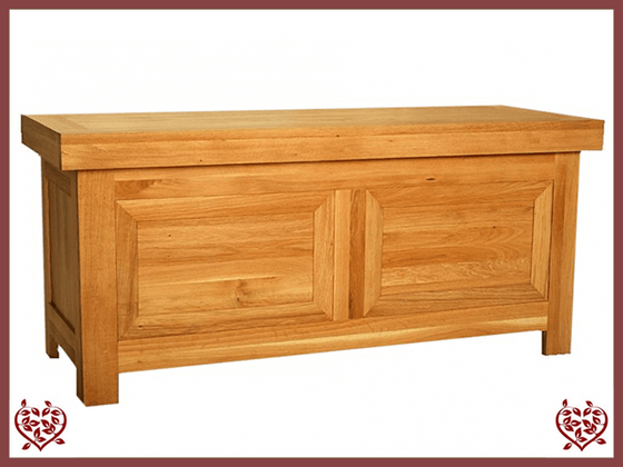 AUBUSSON OAK BLANKET BOX