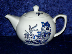 Blue Willow pattern 2 cup or 6 cup porcelain teapot