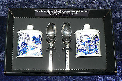 Set of 2 bone china blue willow pattern preserve jars & spoons gift boxed