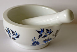 Blue willow pestle and mortar set - Pestle and mortar decorated with blue willow