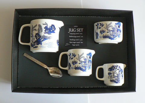 Blue willow pattern jugs set. 3 sizes jug and sugar pot bowl 4/7/10oz  boxed